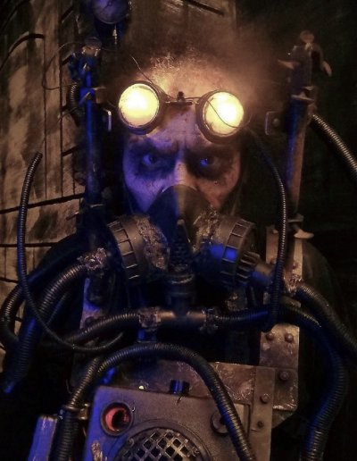 evil-man-steampunk-steamghast-asylum-haunts