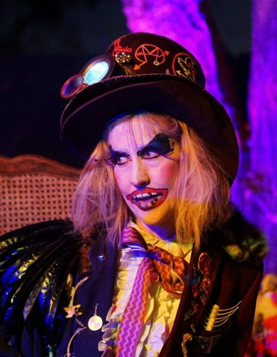 mad-hatter-girl-creepy-underland-haunts